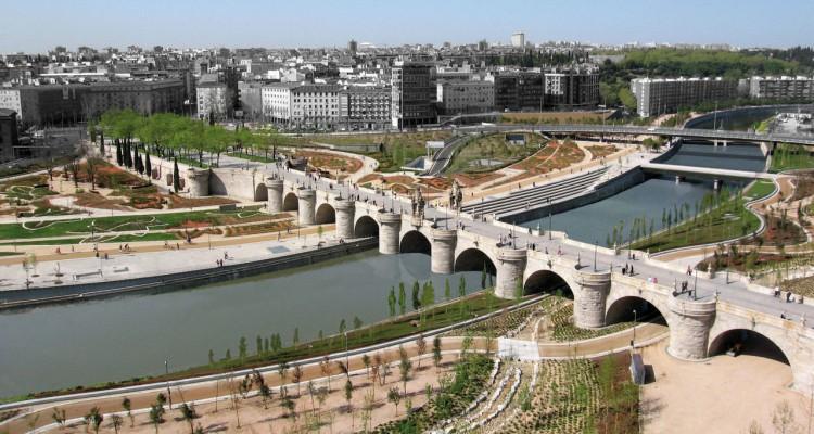 Rio Manzanares por el parque Madrid Rio
